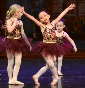 filles qui font de la danse classique