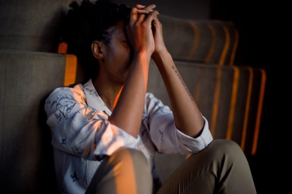 Jeune en train de stressé