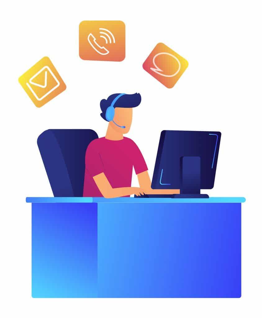 Opérateur masculin avec casque travaillant à l'ordinateur